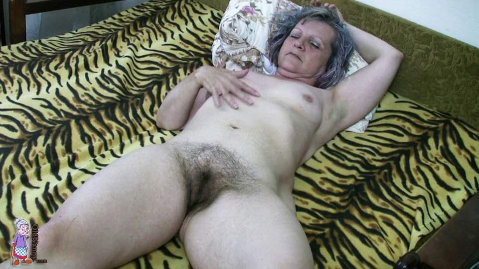 Mature Fingering Hairy Pussy