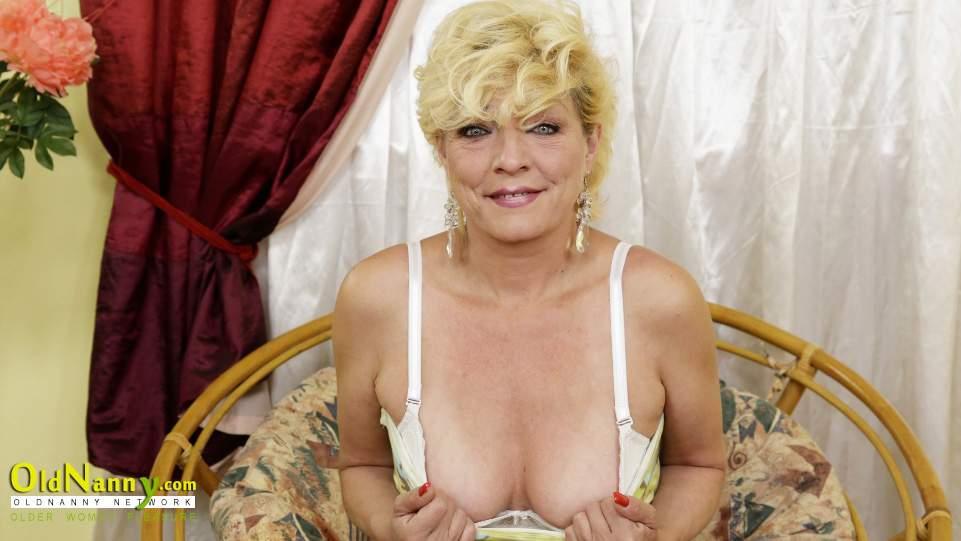 Sexy older women pussy