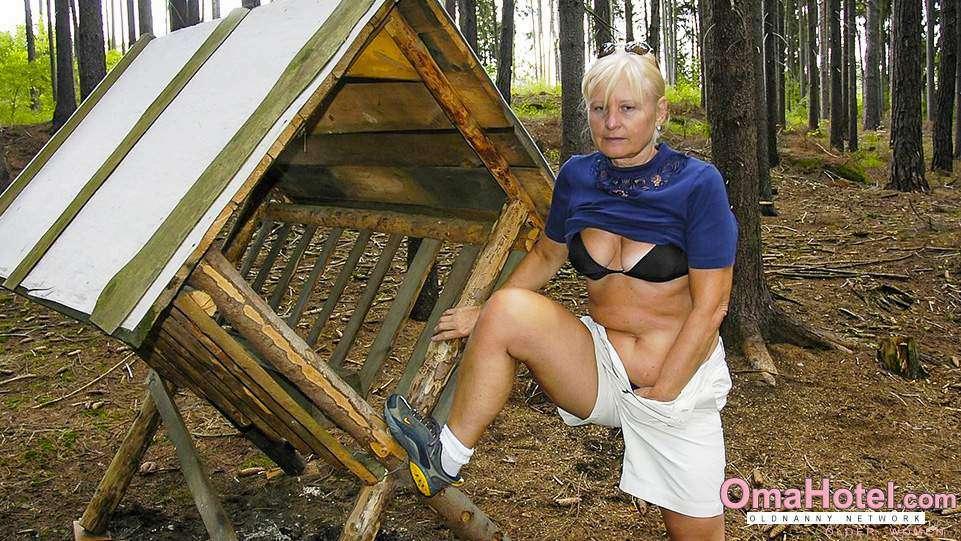 Wald oma bilder im nackt FKK im