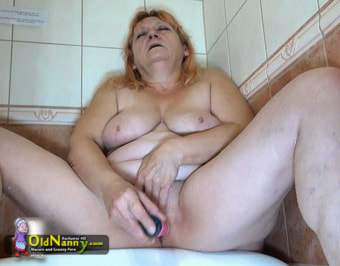 Amateur mom playing with her wet pussy