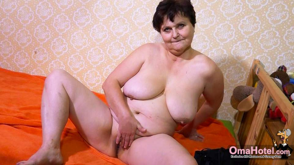 Granny smoder porn pictures oma